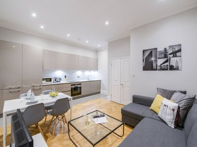Photo for Ongar CC · Bright Two Bedroom Apartment Near Fulham