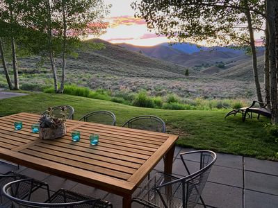 Outdoor dining with an endless view