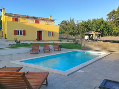 Photo for Quiet villa with pool and sea view for up to 6 people