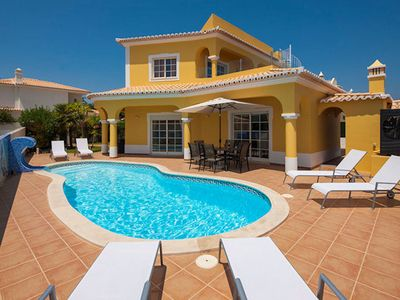 Photo for A wonderful family villa in a great location, close to the sought after resort of Carvoeiro. Casa Ma