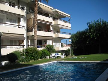 Best, quiet location, near the sea, 5 min walk to the old town, large pool