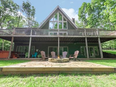 Wooded Lakefront Home w/Dock Slip, Hot Tub, Fire Pit, & Pool Table!