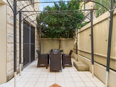 Photo for PYR8MIL 1 BED PYRMONT APT w/ FACILITIES