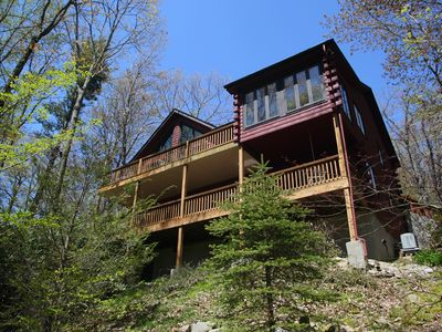 """Photo for """"Bear Pause"""" mountain retreat in nice neighborhood 4 miles south of Blowing Rock"""
