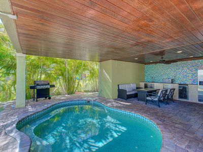 The Anna Maria Island Beach Palace-Private Pool-Private Outdoor Kitchen-4 Bedrooms-3 Bathrooms
