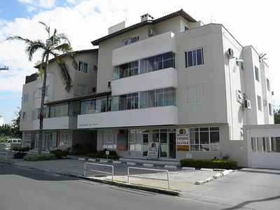 Photo for Apt of 03 beds, near the beach and all trade Jurerê, check!