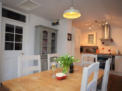 Lovely bright dining/kitchen area
