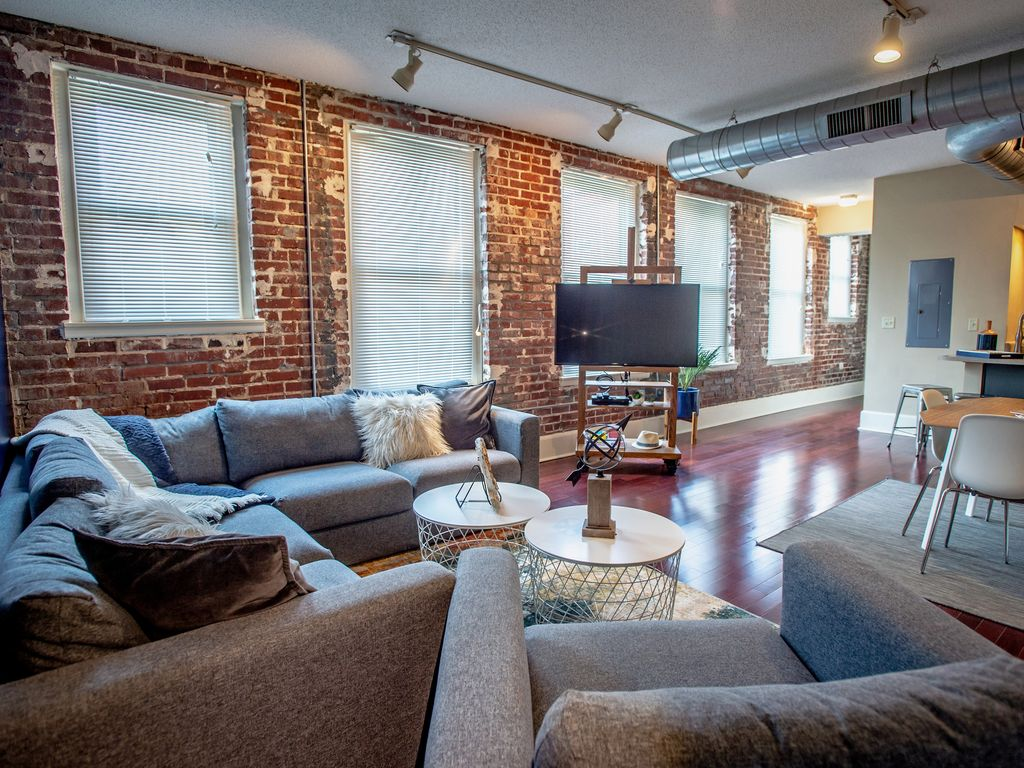 Cozy Downtown Loft With King Bed Free Gated Parking Free Wifi Homeaway