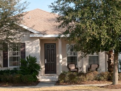 Photo for 3/2.5, Quiet, Screened Porch, Near Disney, Cozy, FREE Waterpark Access!
