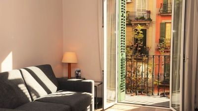 Photo for One bedroom Apartment, sleeps 2 in Barcelona with Air Con and WiFi