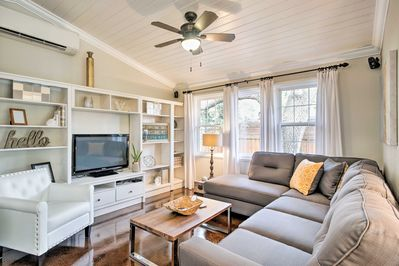 Step inside this gorgeous vacation rental cottage and enjoy the new furnishings!