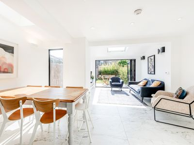 Photo for Stylish and Spacious London Zone 2 Haven
