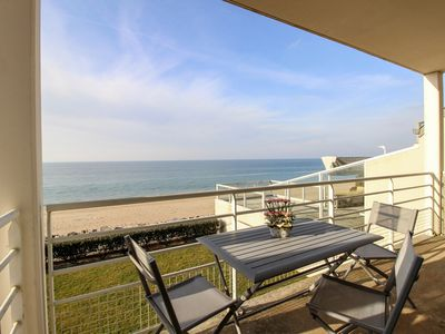 Photo for Seaside holiday flat with terrace