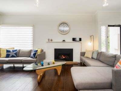 Photo for RYE Classic-2 blocks to beach, quiet street, FOXTEL, gas fireplace, DOG FRIENDLY