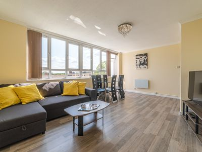 Photo for Spacious and bright apartment , close to Heathrow