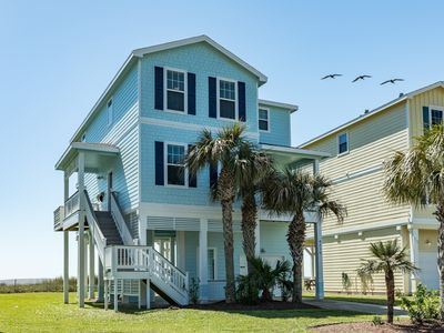 Photo for Beachfront Luxury!  Fully Renovated  4BR/4BA, Gorgeous Front-Row in Pointe West