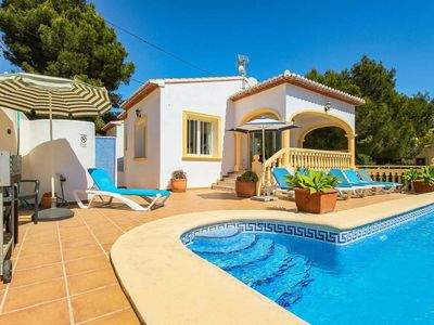 Photo for Large modern villa w/ colourful interior and private pool + free Wi-Fi