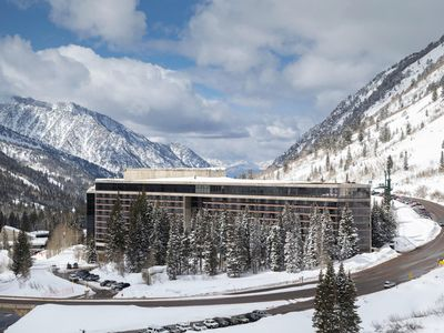 Photo for Snowbird Cliff Club/Ski In-Ski Out/Private Jacuzzi on balcony/Pinnacle Plus