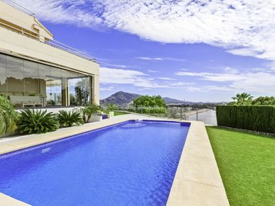 Photo for Stunning luxury villa with central location