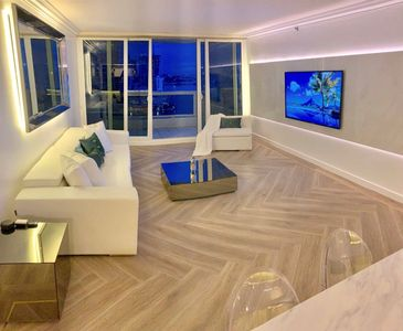 Photo for Downtown Miami Line 47  Luxury 3BR Waterfront Condo w/Free Valet Parking