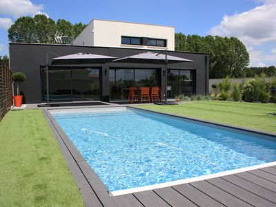 Photo for Contemporary house with pool 2 minutes from Bordeaux