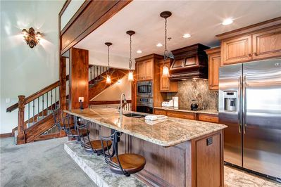 Luxurious kitchen counter seating 4 - Park City Lodging-Little Belle 15