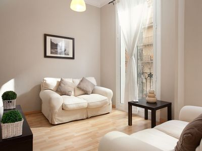Photo for Rosellón Familiar apartment in Eixample Dreta with WiFi, air conditioning & balcony.