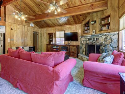 Photo for Cozy mountain getaway with easy access to ski resorts & lakeside activities