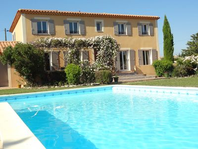 Photo for Beautiful Provençal Bastide near Avignon between vineyards and village