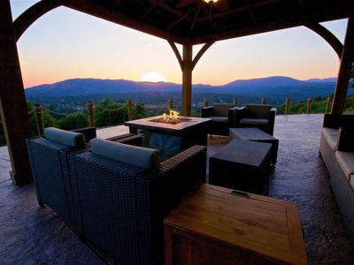 Stay busy playing games or just sit back and enjoy the view-this house is for U