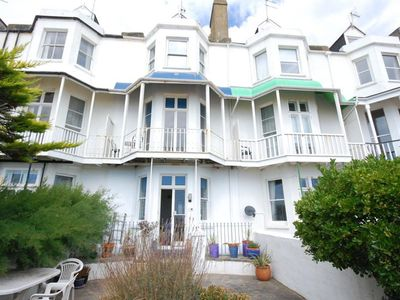 Photo for Great holiday home with bay window, directly on the beach of Hythe