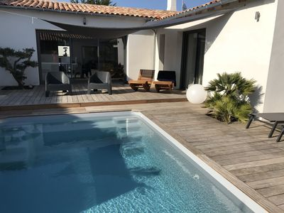 Photo for Air-conditioned villa with pool and jacuzzi