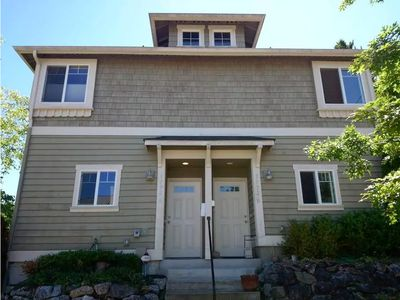 Seattle Vacation Home: The Chalet - Modern 2 bed craftsman, great location