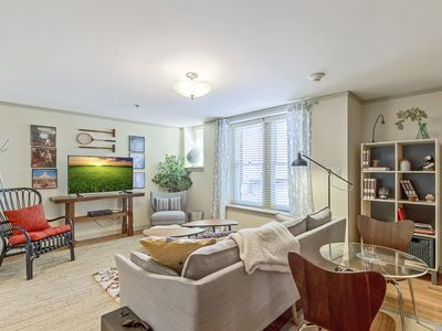Photo for 1 Bedroom With Modern Decor In Classy Midtown Address