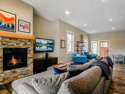 Photo for BRAND NEW! | Beautiful 4 Bd Townhome | Amazing Decor | Stunning Views of The Divide