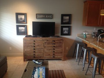 Designer upgrades, gourmet kitchen, steps from beach, 1 mile from Seaside
