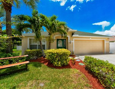 Photo for Dream house with a sunny pool, close to Fort Myers Beach and Sanibel