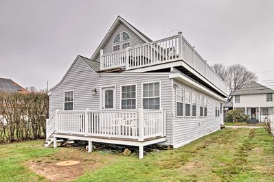 Run away to Old Lyme and stay at this vacation rental apartment!