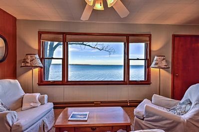 Up to 8 guests can vacation to Pelican Lake at this waterfront getaway.