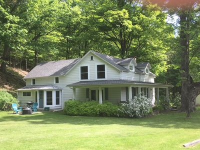 Brigadoon--3 BR Magical Farmhouse for a Romantic or Family Vacation