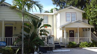 Tres Palms Cottage - An elegant boutique cottage on the gulf beaches.