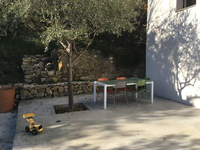 To lunch  under the shadow of a olive tree.