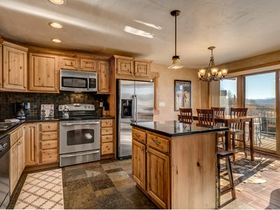 Incredible Mtn Views + Totally Remodeled + Hot Tubs + Rent 4nts, 5th FREE