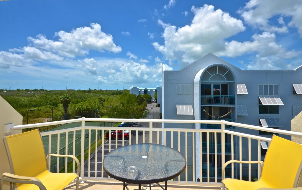 Cristobal Suite Tranquil island condo close to the beach and pool!
