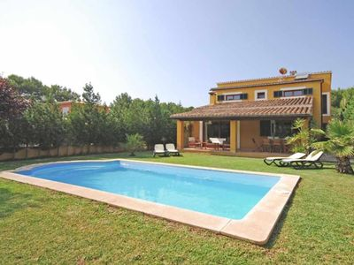 Photo for Beautiful villa with pool and garden a few meters from the beach