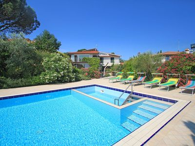 Photo for Lovely apartment with private pool, WIFI, A/C, TV, washing machine and parking