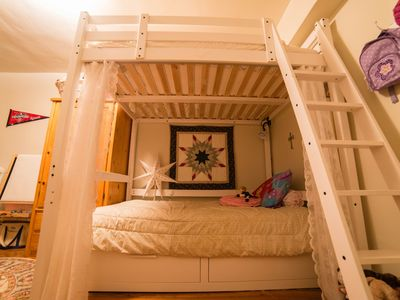 Photo for Cozy bedroom in a convenient Dupont Circle apartment
