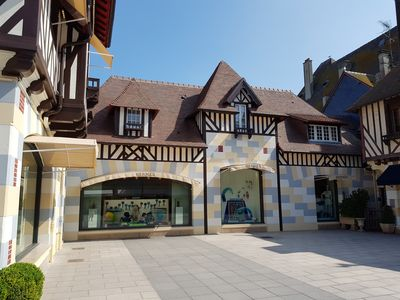 Photo for In the heart of the golden triangle of Deauville, architect apartment comfortable.