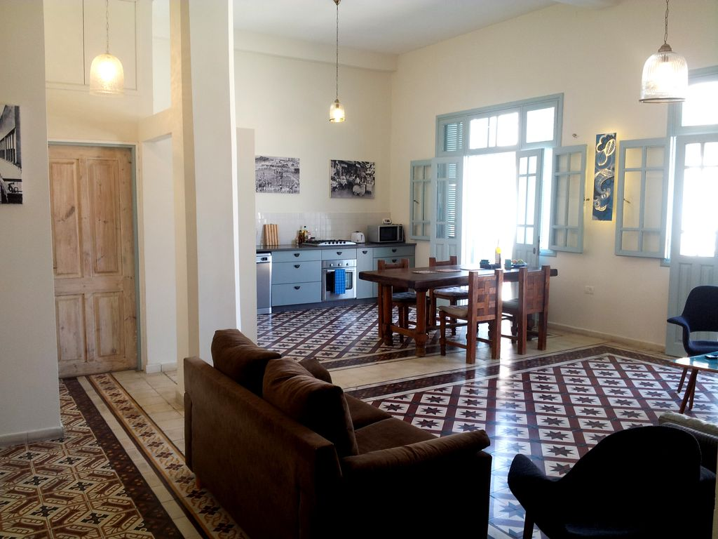 Tel-Aviv/Yafo: the Middle East and modernity... - HomeAway Tel ...