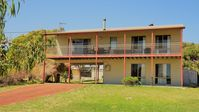 Very comfortable, close to the beach. Everything you need for a relaxing break. Very clean.